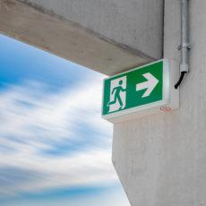 Schild Notausgang Fluchtweg