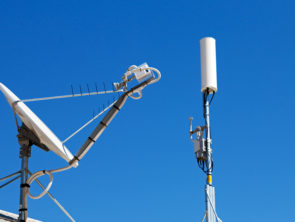 the concept of technology whit satellite dish